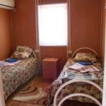Размещение: комфортабельные домики для проживания 4-х человек