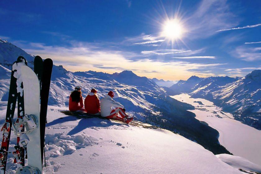 novyj god prazdnik zima sneg gory alpy snoubord lyzhi sport solnce